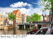 Канал в центре города, Амстердам, Голландия (2013 год). Редакционное фото, фотограф Vitas / Фотобанк Лори