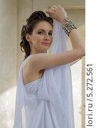 Купить «Девушка в белом», фото № 5272561, снято 18 июля 2013 г. (c) Наталья Степченкова / Фотобанк Лори