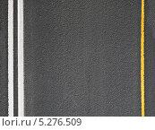 Купить «Асфальтовая дорога с разметкой», фото № 5276509, снято 13 июля 2020 г. (c) EugeneSergeev / Фотобанк Лори