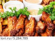 Жареное мясо цыпленка с соусом. Стоковое фото, фотограф Rumo / Фотобанк Лори
