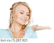 Купить «Красивая девушка показывает что-то на ладони», фото № 5287921, снято 26 сентября 2009 г. (c) Syda Productions / Фотобанк Лори