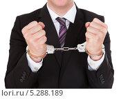 Купить «Руки делового мужчины в наручниках», фото № 5288189, снято 22 июня 2013 г. (c) Андрей Попов / Фотобанк Лори