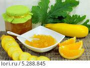 Купить «Варенье из кабачков с апельсином, кабачок и апельсин», фото № 5288845, снято 26 августа 2013 г. (c) EgleKa / Фотобанк Лори