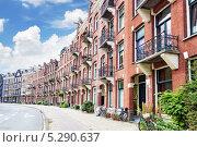 Купить «Типичные дома на улице Амстердама. Нидерланды», фото № 5290637, снято 19 сентября 2013 г. (c) Vitas / Фотобанк Лори