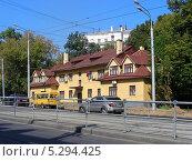 Купить «Улица Стромынка, 9, Москва», эксклюзивное фото № 5294425, снято 20 августа 2013 г. (c) lana1501 / Фотобанк Лори