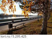 Осенняя набережная. Стоковое фото, фотограф Алексей Шуляков / Фотобанк Лори