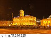Ленинградский вокзал в Москве при вечернем освещении (2013 год). Стоковое фото, фотограф Валентина Троль / Фотобанк Лори