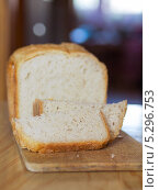 Купить «Хлеб, сделанный своими руками на деревянной доске», фото № 5296753, снято 11 августа 2013 г. (c) Максим Пименов / Фотобанк Лори