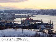 Купить «Мурманская область. Вид на город-порт Мурманск», эксклюзивное фото № 5296785, снято 20 ноября 2013 г. (c) Александр Тарасенков / Фотобанк Лори