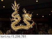 Купить «Фигурка традиционного китайского дракона окрашенного в яркие цвета», фото № 5298781, снято 12 октября 2013 г. (c) Владимир Журавлев / Фотобанк Лори