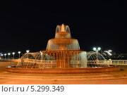 Купить «Ночной пейзаж с фонтаном , город курорт Геленджик», фото № 5299349, снято 23 ноября 2013 г. (c) Игорь Архипов / Фотобанк Лори