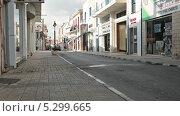 Купить «Магазины на улице в Пафосе, Кипр», видеоролик № 5299665, снято 23 ноября 2013 г. (c) Кекяляйнен Андрей / Фотобанк Лори