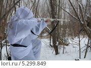 Купить «Охотник в зимнем лесу», эксклюзивное фото № 5299849, снято 24 ноября 2013 г. (c) Вероника / Фотобанк Лори