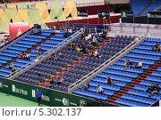 Купить «Пустые трибуны на теннисном турнире Кубок Кремля - 2012», эксклюзивное фото № 5302137, снято 14 октября 2012 г. (c) Алёшина Оксана / Фотобанк Лори