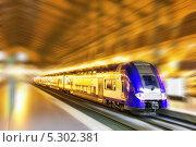 Современный быстрый пассажирский поезд. Эффект движения. Стоковое фото, фотограф Vitas / Фотобанк Лори