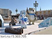 Купить «Символы Олимпиады-2014 в Сочи установили на Манежной площади, Москва», эксклюзивное фото № 5303705, снято 28 марта 2013 г. (c) lana1501 / Фотобанк Лори