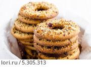 Стопки печенья в виде колец. Стоковое фото, фотограф Olena Gorbenko / Фотобанк Лори