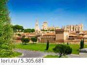 Купить «Старый город Авиньон в Провансе, Франция», фото № 5305681, снято 5 июня 2013 г. (c) Сергей Новиков / Фотобанк Лори