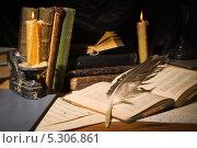 Купить «Старые книги и свечи на деревянном столе», фото № 5306861, снято 7 ноября 2013 г. (c) Дмитрий Черевко / Фотобанк Лори