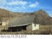 Купить «Хозяйственная постройка в горном ауле», фото № 5312613, снято 22 ноября 2013 г. (c) Игорь Веснинов / Фотобанк Лори