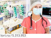 Купить «Женщина доктор в десткой палате интенсивной терапии», фото № 5313953, снято 8 апреля 2012 г. (c) Beerkoff / Фотобанк Лори