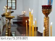 Горящие свечи в церкви  в селе Разумовка. Стоковое фото, фотограф Андрей Кондратюк / Фотобанк Лори