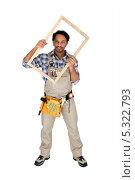 Купить «Столяр держит деревянную рамку перед собой», фото № 5322793, снято 24 ноября 2009 г. (c) Phovoir Images / Фотобанк Лори