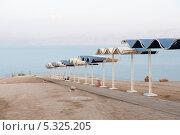 Купить «Красивый спуск к пляжу. Мертвое море. Израиль», фото № 5325205, снято 11 ноября 2013 г. (c) Александр Овчинников / Фотобанк Лори
