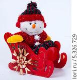 Купить «Рождественская декорация. Снеговик в санках на белом фоне», фото № 5326729, снято 28 ноября 2013 г. (c) Tamara Sushko / Фотобанк Лори