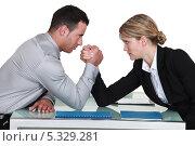 Купить «Армрестлинг в офисе между мужчиной и девушкой», фото № 5329281, снято 29 марта 2011 г. (c) Phovoir Images / Фотобанк Лори