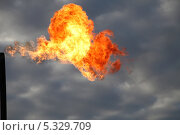 Купить «Огонь в небе», эксклюзивное фото № 5329709, снято 20 сентября 2012 г. (c) Валерий Акулич / Фотобанк Лори