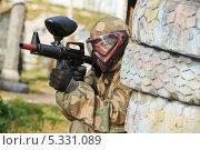 Купить «Игрок в пейнтбол», фото № 5331089, снято 11 сентября 2013 г. (c) Дмитрий Калиновский / Фотобанк Лори