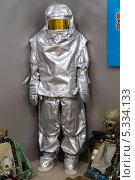 Купить «Саратовский музей боевой славы. Теплоотражающий костюм ТОК-200», эксклюзивное фото № 5334133, снято 15 ноября 2013 г. (c) Сергей Лаврентьев / Фотобанк Лори