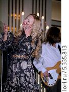 Купить «Певица Пелагея (Ханова Пелагея Сергеевна)», эксклюзивное фото № 5335813, снято 8 ноября 2013 г. (c) Андрей Дегтярёв / Фотобанк Лори