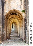 Анфилада арок в замке Сан-Фернандо в Фигерасе. Каталония. Испания (2013 год). Стоковое фото, фотограф Яков Филимонов / Фотобанк Лори