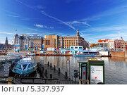 Купить «Остановка для общественного транспорта и туристических катеров на одном из главных каналов Амстердама, Голландия», фото № 5337937, снято 19 сентября 2013 г. (c) Vitas / Фотобанк Лори