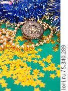 Новогодние украшения с часами. Стоковое фото, фотограф Pavel Kozlovsky / Фотобанк Лори