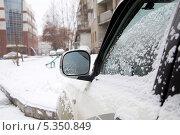 Купить «Боковое зеркало машины зимой в снегу», фото № 5350849, снято 2 декабря 2013 г. (c) Айнур Шауэрман / Фотобанк Лори