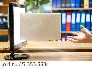 Купить «Заказ товаров через интернет», фото № 5353553, снято 1 декабря 2013 г. (c) Кекяляйнен Андрей / Фотобанк Лори