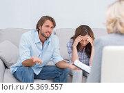 Купить «Couple arguing and crying on the couch», фото № 5369557, снято 20 марта 2013 г. (c) Wavebreak Media / Фотобанк Лори