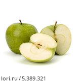 Купить «Зеленые яблоки на белом фоне», фото № 5389321, снято 22 февраля 2011 г. (c) Natalja Stotika / Фотобанк Лори