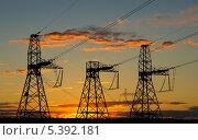 Опоры ЛЭП на фоне заката. Стоковое фото, фотограф Дмитрий Мартемьянов / Фотобанк Лори