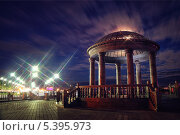 Ротонда на набережной Благовещенска ночью (2013 год). Редакционное фото, фотограф Андрей Ершов / Фотобанк Лори