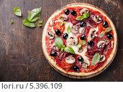 Купить «Итальянская пицца ассорти», фото № 5396109, снято 17 декабря 2013 г. (c) Лисовская Наталья / Фотобанк Лори