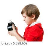 Купить «Маленький мальчик с часами в руках ждет Новый Год», фото № 5398609, снято 16 ноября 2013 г. (c) Юлия Кузнецова / Фотобанк Лори