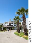 Купить «Вход в отель Bella-Vista (Белла-Виста), Монастир, Тунис», фото № 5398777, снято 4 мая 2012 г. (c) Кекяляйнен Андрей / Фотобанк Лори