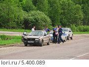 Полиция на аварии (2013 год). Редакционное фото, фотограф Алёшина Оксана / Фотобанк Лори