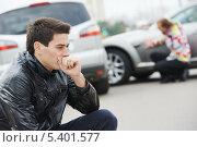 Купить «Расстроенный человек после автомобильной аварии», фото № 5401577, снято 22 сентября 2013 г. (c) Дмитрий Калиновский / Фотобанк Лори