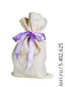 Купить «Мешок с лиловой ленточкой», фото № 5402625, снято 12 декабря 2013 г. (c) Сергей Лаврентьев / Фотобанк Лори
