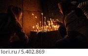 Купить «Две девушки ставят свечу в память о погибших в Первой мировой войне», фото № 5402869, снято 1 августа 2013 г. (c) Иван Федоренко / Фотобанк Лори